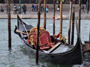 Gondola - tipica imbarcazione veneziana per visitare Venezia in atmosfera romantica