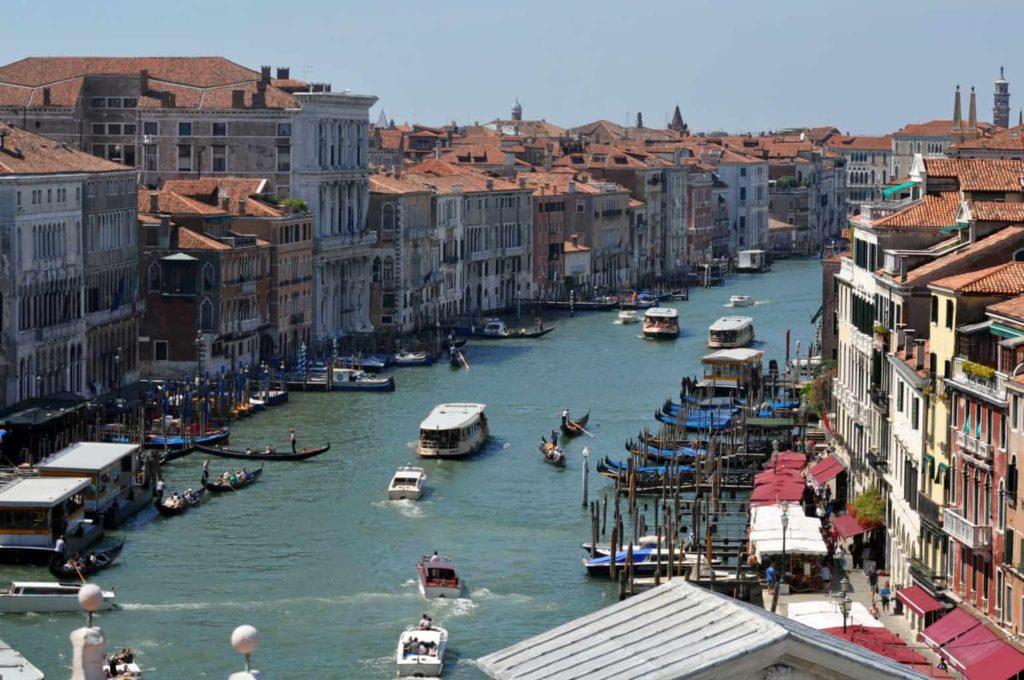 Trasporti per visitare Venezia: vaporetti, gondole, taxi
