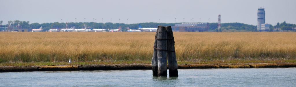 Аэропорт Марко Поло Венеция. Вид с Венецианской лагуны.