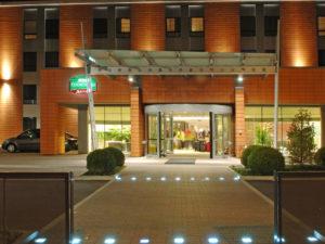 Отель рядом с аэропортом Марко Поло - Courtyard by Marriott