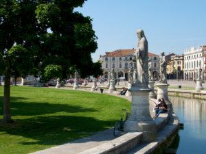 Падуя, Италия. Площадь Прато-делла-Валле.