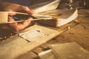 Как делают сусальное золото в мастерской Венеции