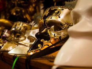 Баута - знаменитая венецианская маска в истории карнавала