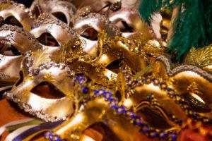 Венецианские маски в мастерской