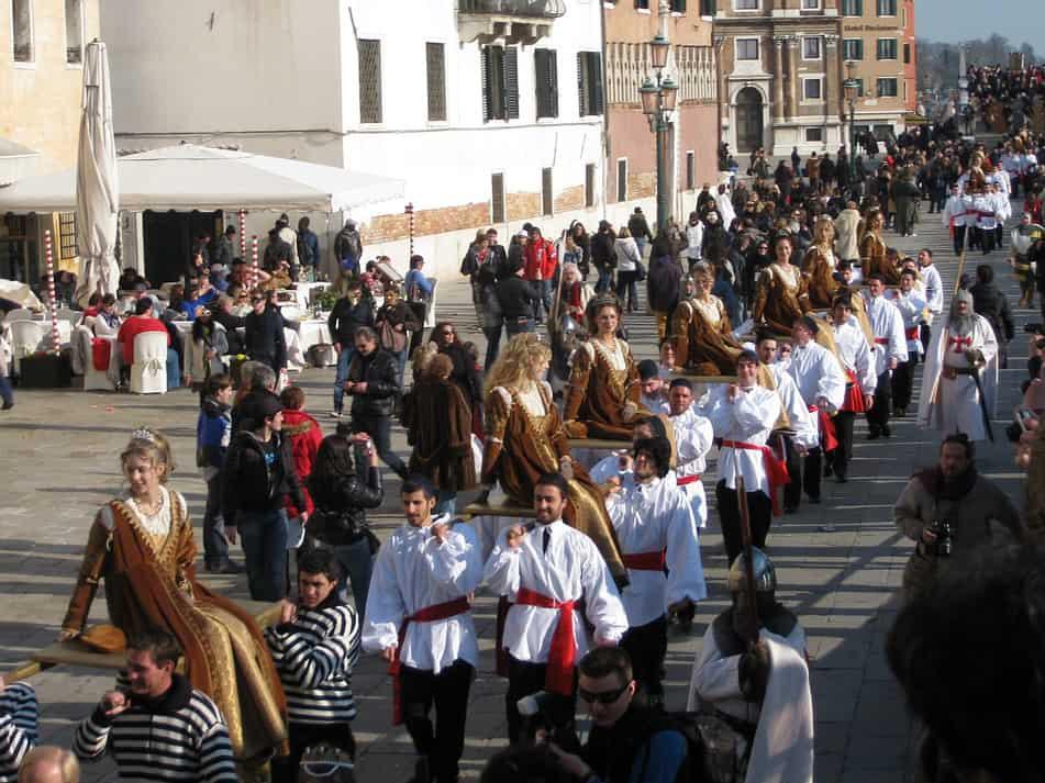 Венецианский карнавал. История. Праздник 12 Марий