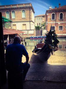 Как делают гондолы на верфи в Венеции