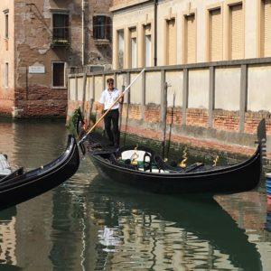 Создание гондолы для гондольера в Венеции