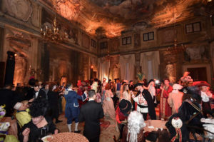 Бал в Венеции в старинном дворце