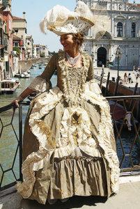 Фотосессия в Венеции в карнавальном костюме