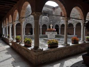 Венеция. Остров Сан Франческо дель Дезерто. Двор монастыря.