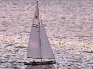 Посетить остров Повелья на парусной лодке